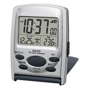 リズム デイリー カバー付き 持ち運び 電波時計 シルバーメタリック