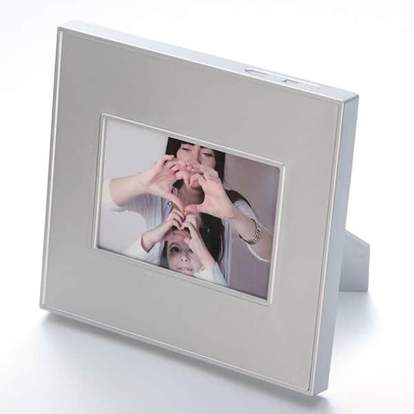 思い出の音声と写真で振り返る、録音再生機能付きフォトフレーム
