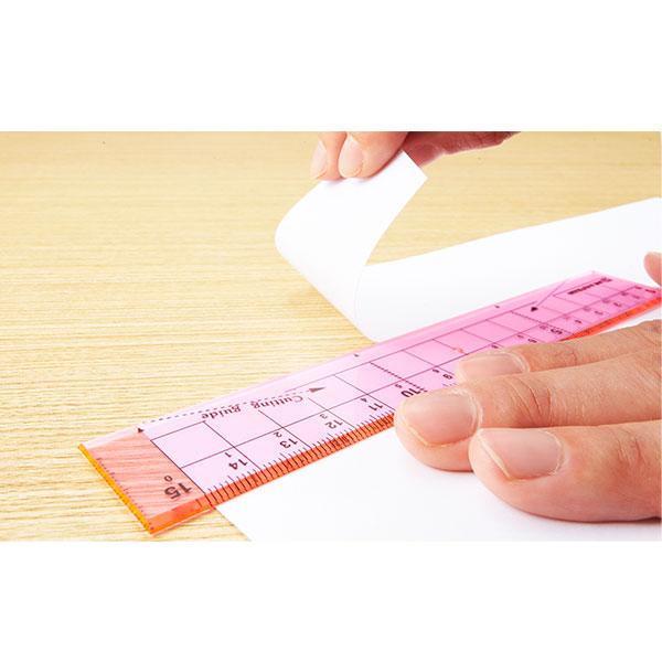 クツワ 紙が切れる透明定規 15cm