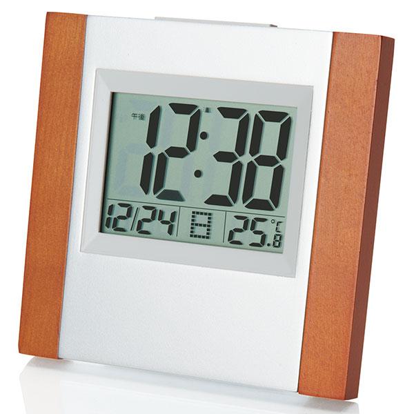 インテリアとしてもおしゃれに飾れると人気を集めている、ぬくもりのある木目調の電波時計