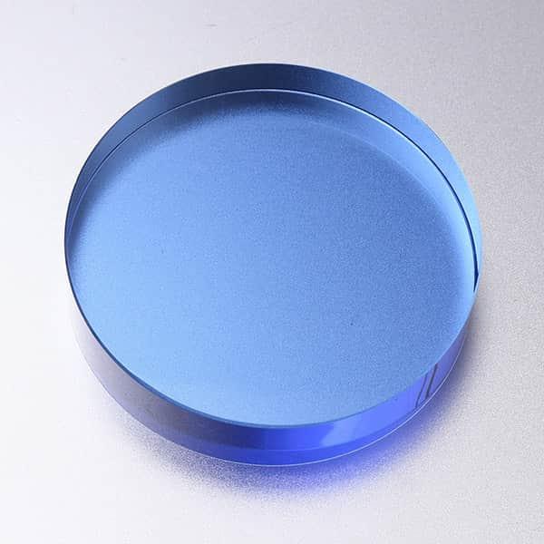 誠実さを物語る青、透き通る透明感、そこにフルカラー印刷も出来るガラスペーパーウェイト