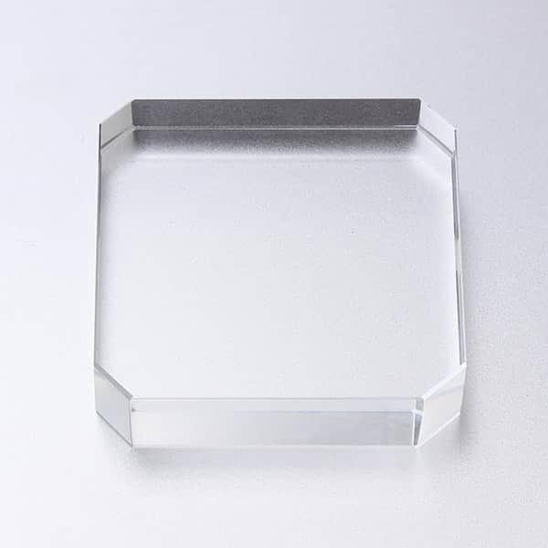 これ文鎮?いえ、ペーパーウェイトです。安定感のあるガラス製角型