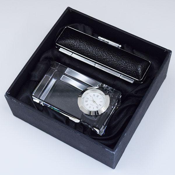 達成した記念に特別感を演出できるアイテム。クリスタル時計&印鑑セット